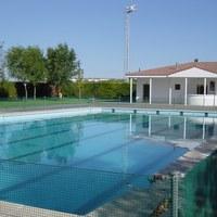 25.negro.piscina municipal.jpg